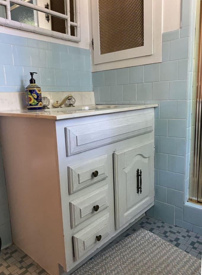 Black and white bathroom before